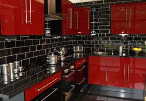 Red hi gloss fitted kitchens uk for Red fitted kitchen